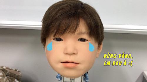 Nhật Bản phát triển thành công mẫu robot trẻ em chân thực đến rùng mình, lại còn biết đau giống hệt con người