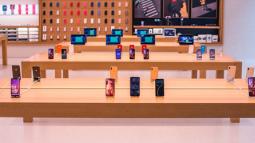 Những khách hàng đen đủi mang iPhone đến Apple Store, đang không có cách nào để lấy lại