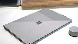 Microsoft liệu có cần ra mắt một chiếc Surface Book Pro giống như MacBook Pro?
