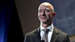 Tỷ phú Jeff Bezos lập kỷ lục khi kiếm được 13 tỷ USD chỉ trong một ngày