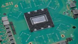 Công nghệ ngầu nhất nhì thị trường: PS5 tản nhiệt bằng kim loại lỏng