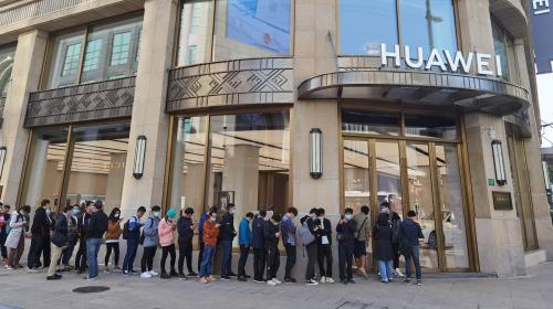 Mate 40 'cháy' đơn đặt trước, người mua tranh nhau vì sợ sau này Huawei cũng chẳng có hàng mà bán