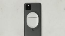 Google Pixel 5 tự động biến thành một chiếc đế sạc không dây khi cắm cáp USB-C