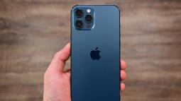 Lỗi lạ trên iPhone 12 Pro Max: không thể sạc chung với các thiết bị khác qua một củ sạc