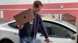 MacBook chip M1 có thể được dùng làm chìa khoá ô tô