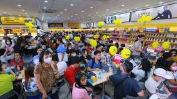 Ngày mở bán iPhone 12 tại Thế Giới Di Động: 'Đông nghịt' khách từ online đến offline
