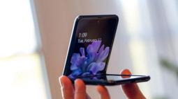 Thời tiết càng lạnh thì càng không nên dùng điện thoại Samsung màn hình gập