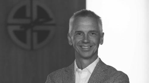 Hutch Hutchison - Cựu giám đốc thiết kế của Vertu nói gì về quan điểm thiết kế và hàng hiệu ngày nay?