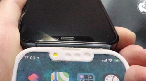 Mô hình iPhone 13 Pro lộ diện với rãnh tai thỏ nhỏ hơn, vị trí loa thoại và camera selfie thay đổi