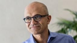Satya Nadella nối gót Bill Gates, trở thành CEO kiêm Chủ tịch hội đồng quản trị của Microsoft